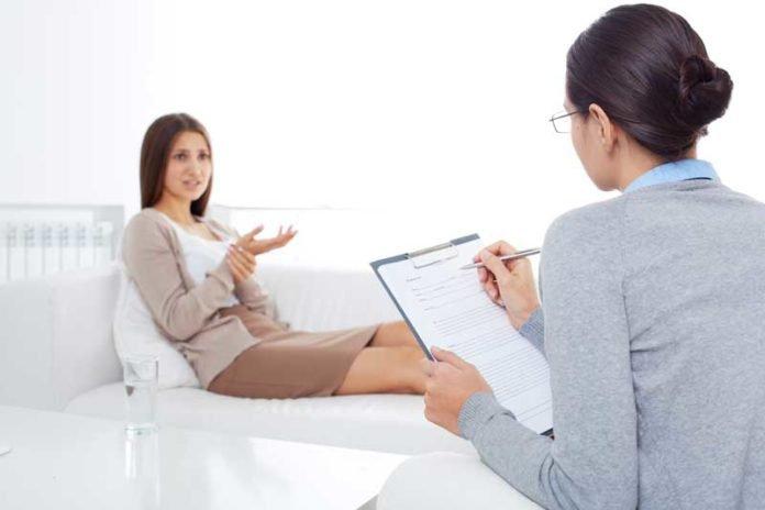 girl talking to psychologist