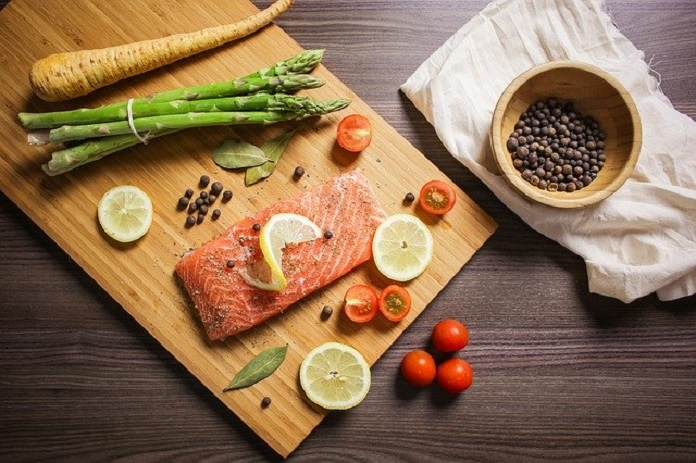 eating fish can reduce risk of heart disease